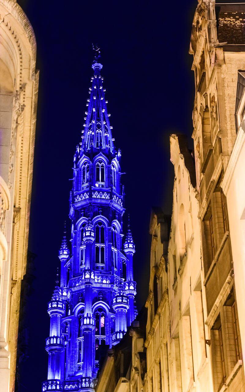 Brussels stadhuis kleurt blauw naar aanleiding van de 71ste verjaardag van de Verenigde Naties
