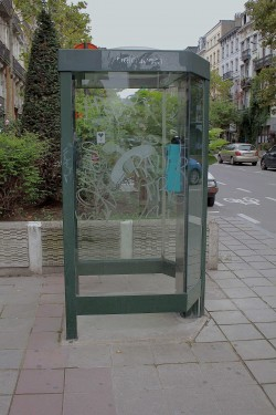 Verouderde en ongebruikte telefooncellen verdwijnen in Brussel Stad