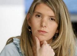 Els Ampe krijgt de prijs voor de 'Politieke moed 2010' van B Plus
