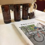 Gatz guide ses collègues à Molenbeek et leur offre le nouveau magazine bruxellois Bruzine