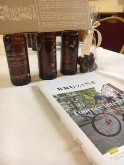 Gatz gidst collega's in Molenbeek en schenkt hen nieuw Brussels magazine Bruzine