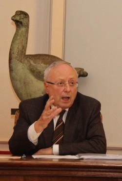 René Coppens geeft toespraak op huldeviering van kunstenaar Jan Verdoodt