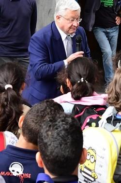 Voetbalvelden, leeshoeken en moestuinen voor 4 Brusselse scholen
