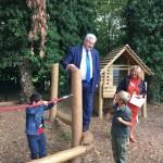 Minister Guy Vanhengel opent BuitenSpel-speelplaats van  De Groene School in Anderlecht
