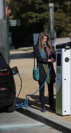 PERS: Switch naar elektrische wagens is een must