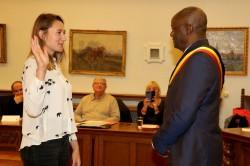Nieuwe gemeenteraadsleden Mimi Crahaij en Erik Van Den Berghe leggen eed af