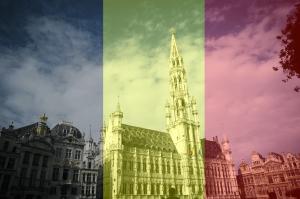 Brussels stadhuis kleurt zwart geel rood naar aanleiding van nationale feestdag