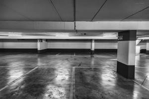 """""""In plaats van onbenutte parkeerplaatsen hoger te belasten, zou het nuttiger zijn om die kantoorparkeerplaatsen open te stellen voor de buurt."""""""